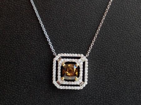 Halskette mit cognacfarbenem Champagner Diamanten