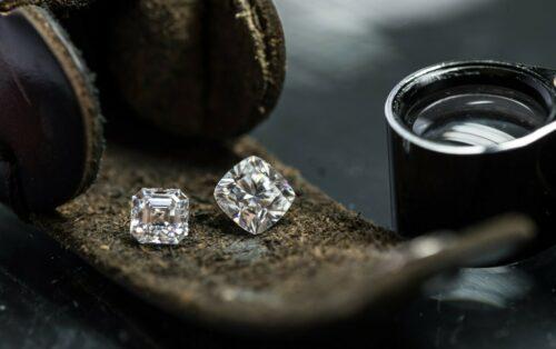 Diamanten und Diamantlupe